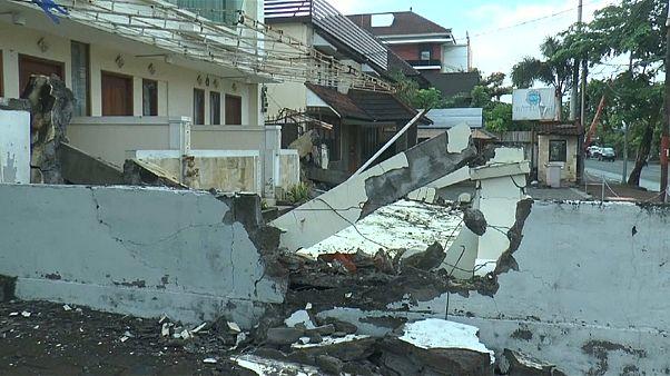 Milhares de turistas abandonam ilha indonésia de Lombok no rescaldo de sismo