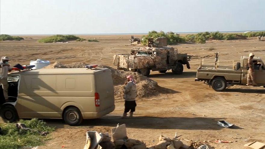 تقرير: التحالف العربي لا يهزم القاعدة في اليمن بل يدفع لها للانسحاب