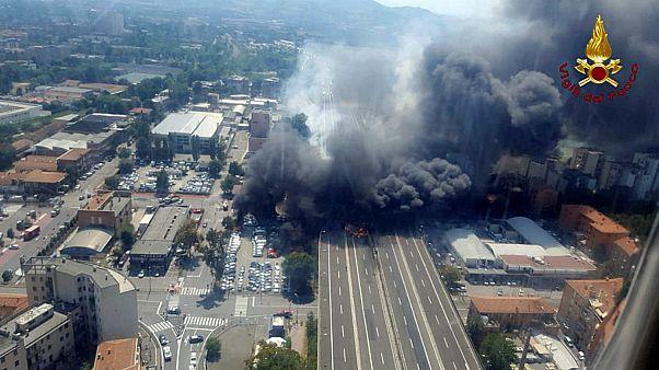 انفجار شدید ناشی از تصادف تانکر با تریلر حامل خودرو