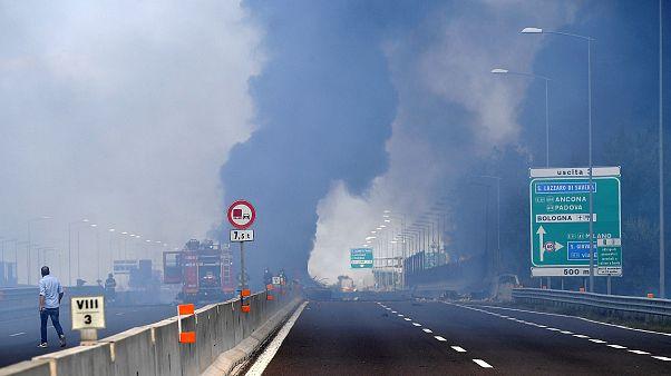 Μπολόνια: Καραμπόλα με αλυσιδωτές εκρήξεις σε αυτοκινητόδρομο