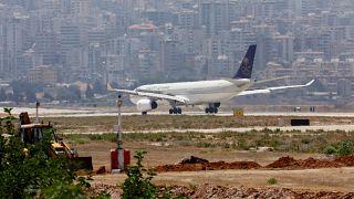 طائرة تابعة للخطوط الجوية السعودية في مطار بيروت