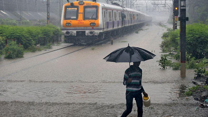 Hindistan'da muson yağmurları 709 can aldı