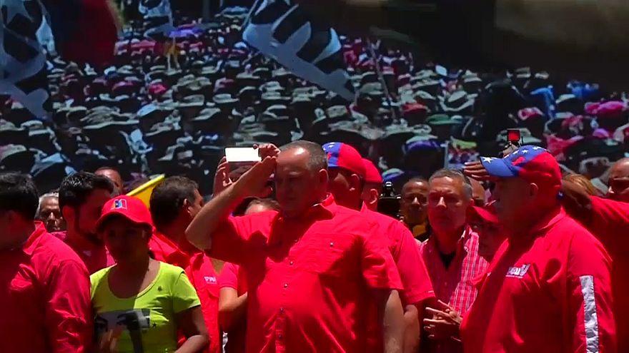 شاهد: آلاف الفنزويليين في الشوارع تأييدا لمادورو