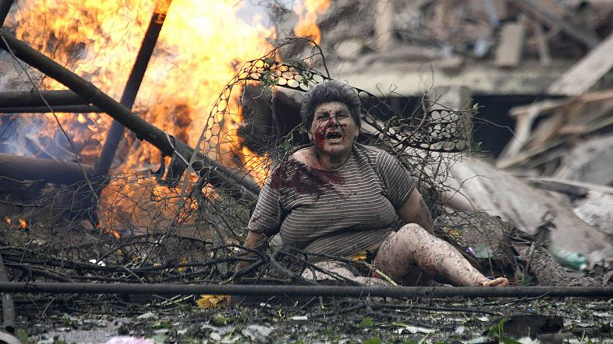 An injured Georgian woman shouts in the town of Gori on August 9 2009