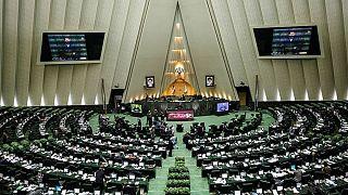 سوال مطهری از وزیر دادگستری درباره رفع حصر، مجلس ایران را به تشنج کشاند