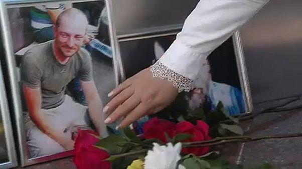 Végső búcsút vettek a meggyilkolt orosz újságíróktól