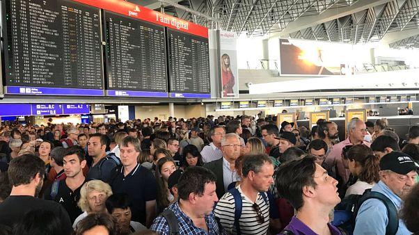 Monaco, passeggeri durante l'evacuazione del terminal