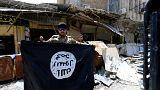 عنصر من القوات العراقية في الموصل القديمة بعد استردادها من داعش