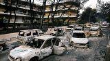 Kiégett autók a tengerparti Mati településen