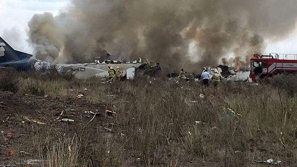 Düşen uçaktan sağ çıkan yolculardan Meksikalı havayoluna dava