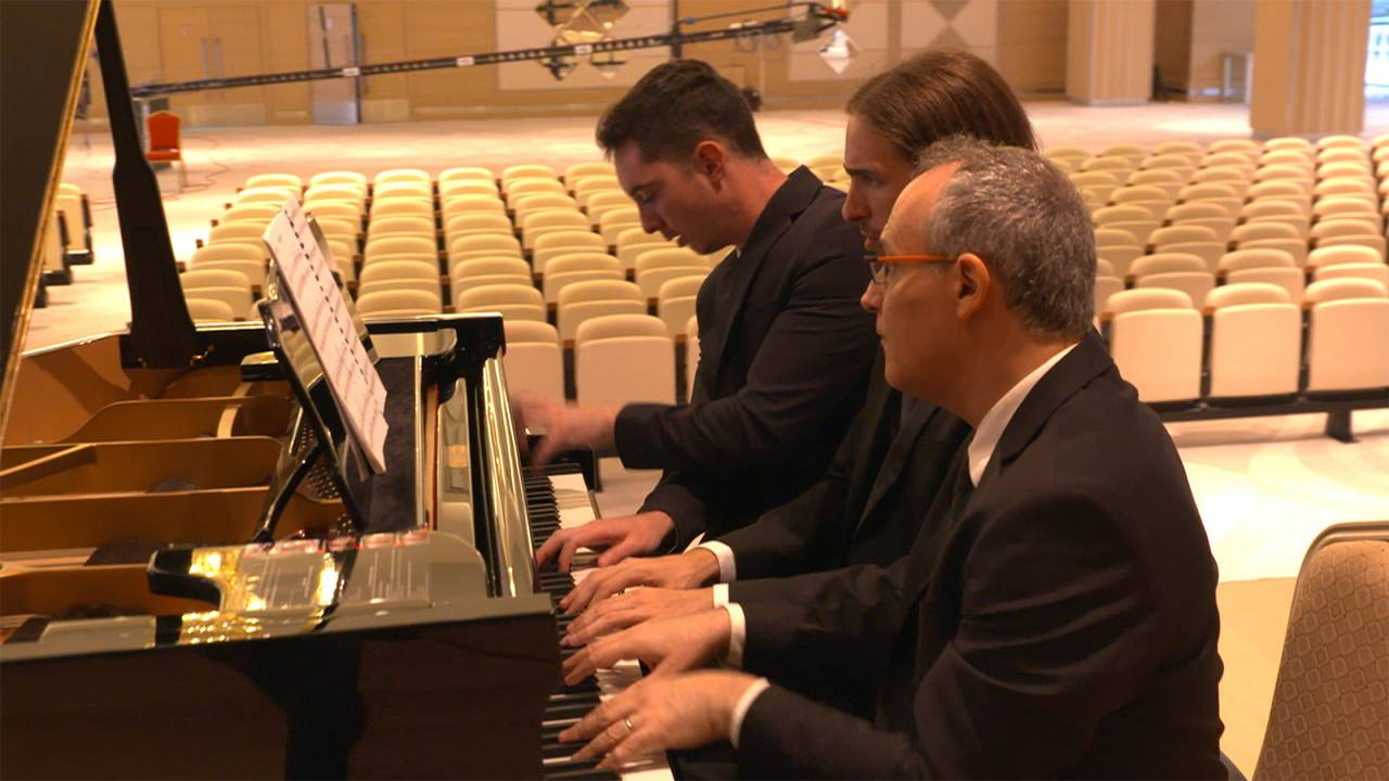 Israeli 'MultiPiano' virtuosi play with 5 hands on two pianos