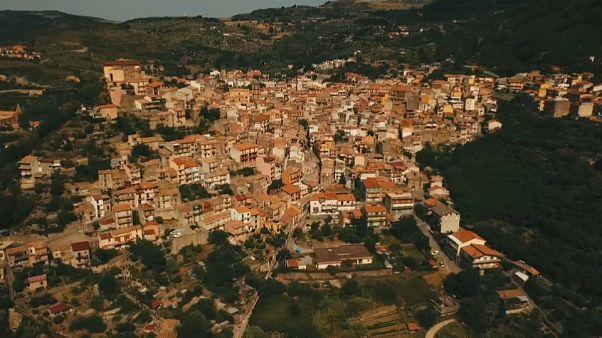 Un pueblo de Sicilia vende casas abandonadas por un euro
