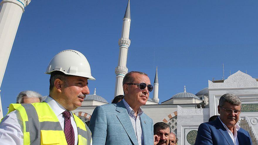 Erdoğan, yapımına devam eden Çamlıca Camii'ni 5 Ağustos'ta gezdi.