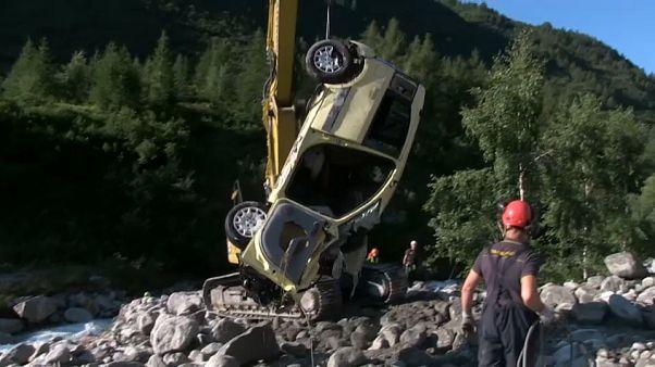 شاهد: انهيار أرضي في جبال الألب الإيطالية دفعت المئات إلى النزوح