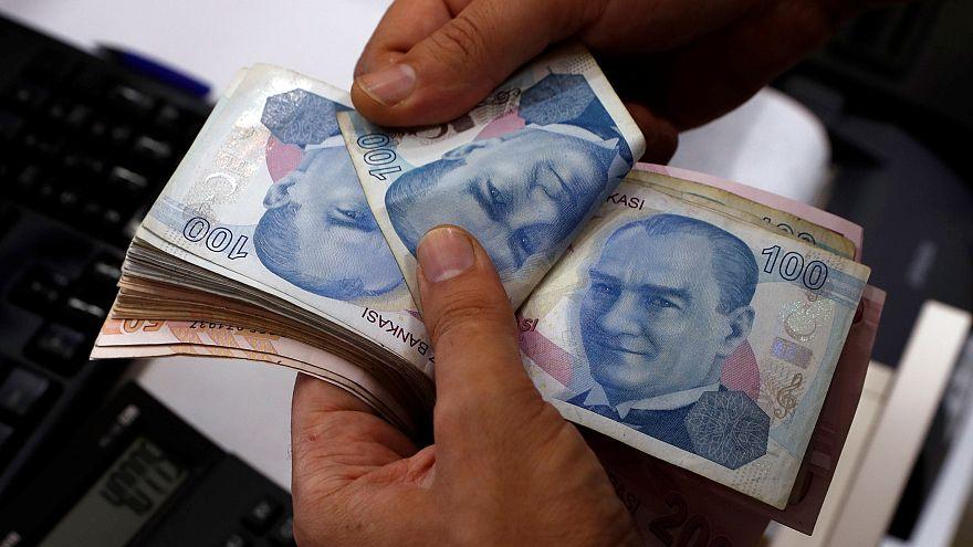 Турецкая лира рекордно упала