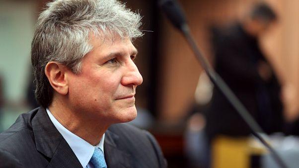 Condenan a cinco años de prisión al exvicepresidente argentino por cohecho