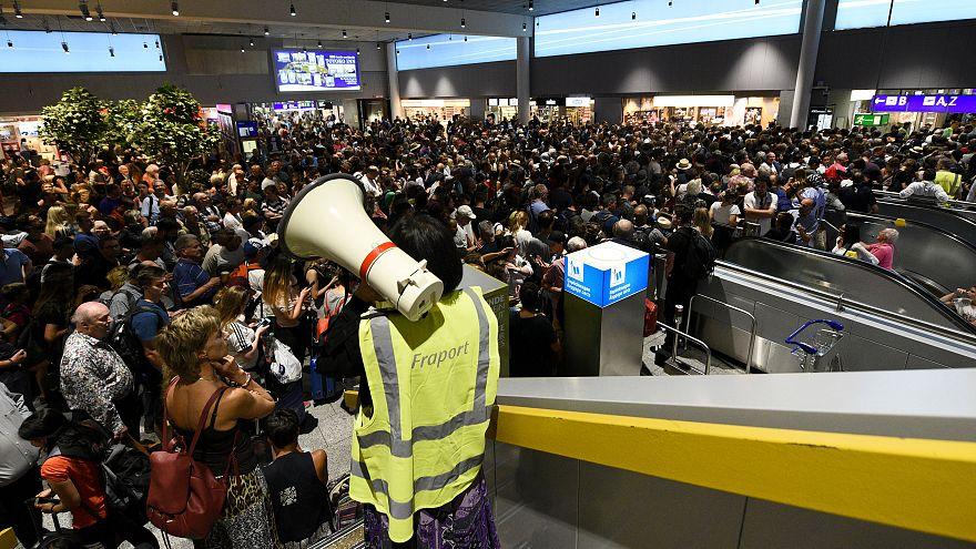 Riesen-Chaos am Flughafen Frankfurt: 13.000 Fluggäste betroffen