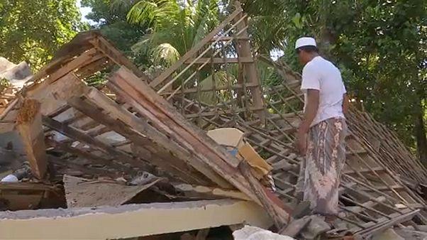 Humanitárius katasztrófa fenyeget az indonéz földrengés után