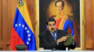 """Nicolas Maduro à l'offensive contre l'opposition après l'""""attentat"""""""
