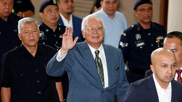 Eski Malezya Başbakanı Rezak hakkında zimmetine 10 milyon dolar geçirmekten dava açıldı