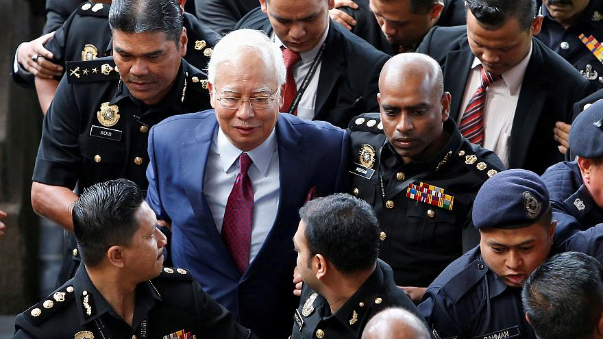Ártatlannak vallotta magát a volt maláj kormányfő