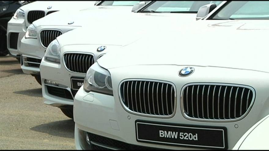 BMW recalls 324,000 vehicles after fire concerns