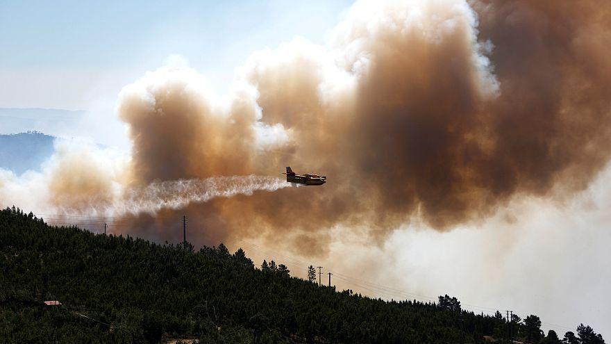 Les incendies gagnent du terrain au Portugal et en Espagne