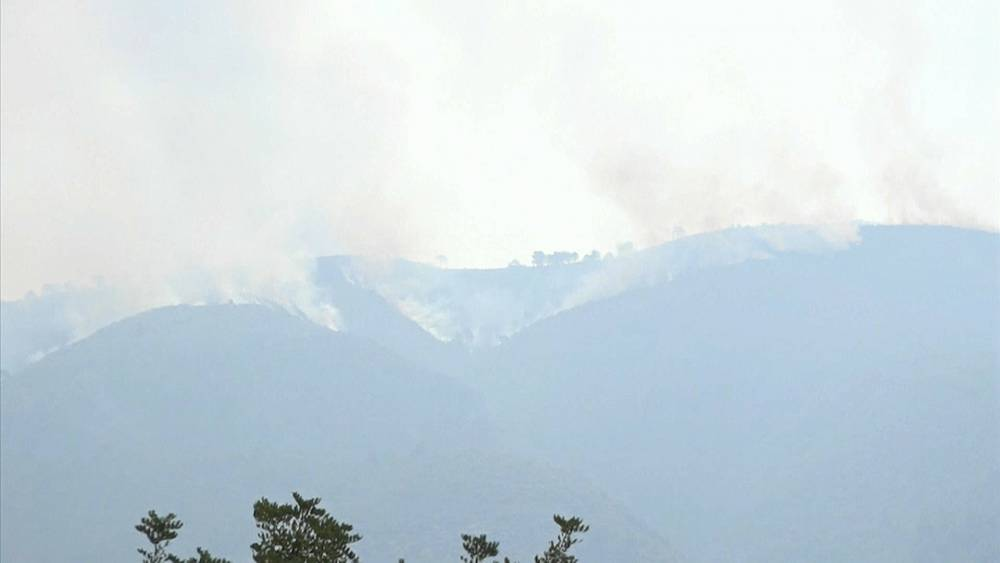 Firefighters battle Iberia wildfires