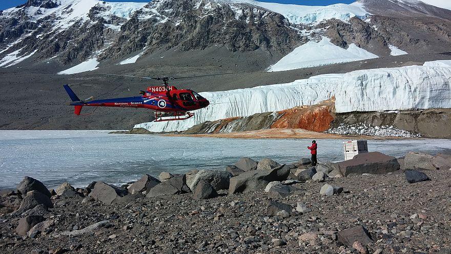 """بعد مئة عام من الغموض.. العلماء يحلون لغز """"شلالات الدم"""" في أنتاركتيكا"""