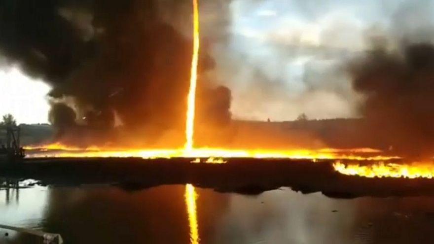 Fabrikada çıkan yangın 'ateş hortumu'na dönüştü