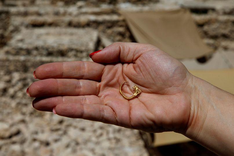 «Είναι η πρώτη φορά που κάποιος βρίσκει ένα χρυσό ενώτιο από την Ελληνιστική  εποχή στην Ιερουσαλήμ» 04b233ba8ec