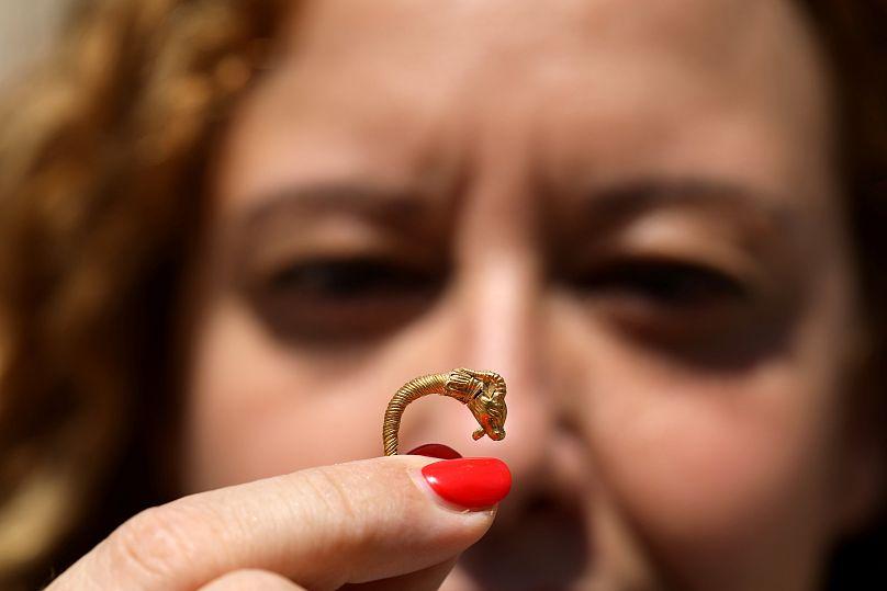 Ιερουσαλήμ  Ανακαλύφθηκε χρυσό σκουλαρίκι των ελληνιστικών χρόνων ... 5c8d570a882