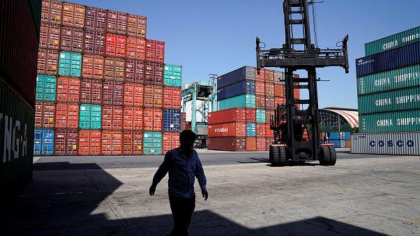 Şanghay limanında konteynerler