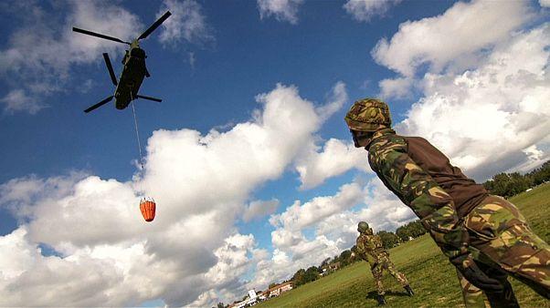 شاهد : الجيش الهولندي يشارك في مكافحة الحرائق باستخدام طائراته