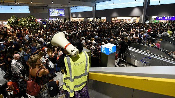 Vaklárma okozott felfordulást a frankfurti repülőtéren