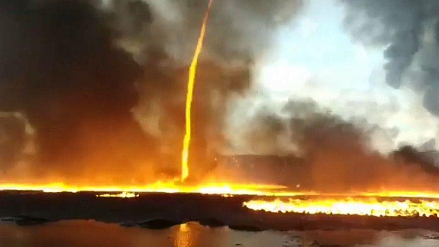 Fusão de tornado com incêndio resulta em espetáculo visual