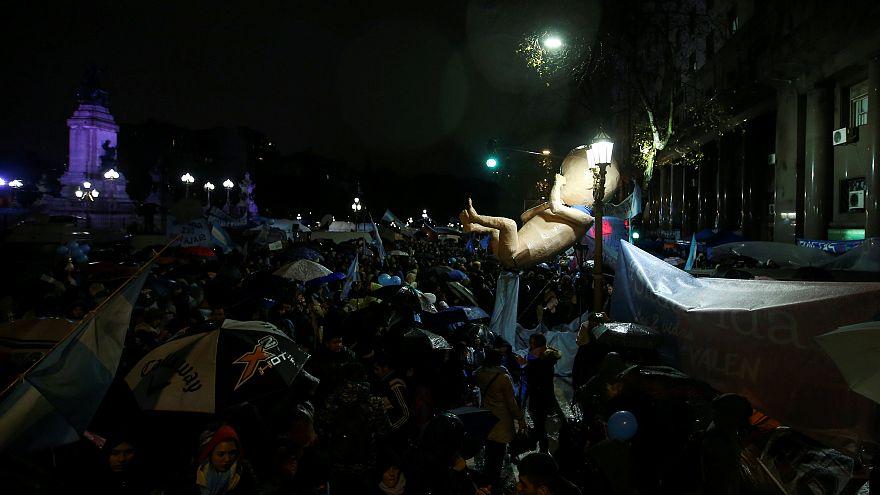 Argentina: il Senato boccia la legge sull'aborto