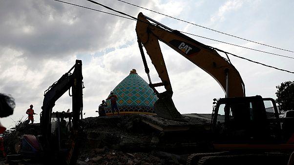 شاهد: الدمار الهائل الذي خلفته زلازل لومبوك في إندونيسيا