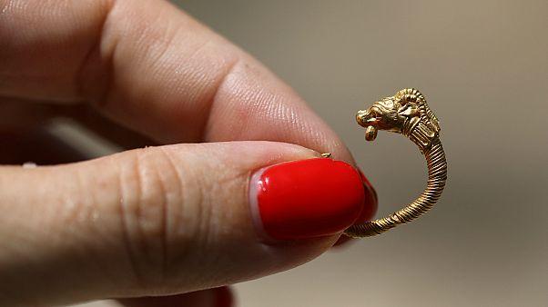 Kudüs'te 2 bin yıllık altın küpe bulundu