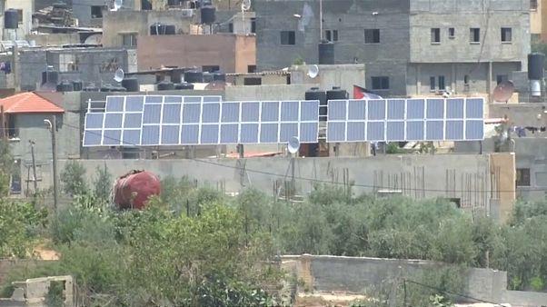 الفلسطينيون يلجأون للطاقة الشمسية لتقليل الاعتماد على إسرائيل في الكهرباء