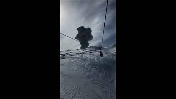 Graban la erupción del Nevados de Chillán desde el telesilla