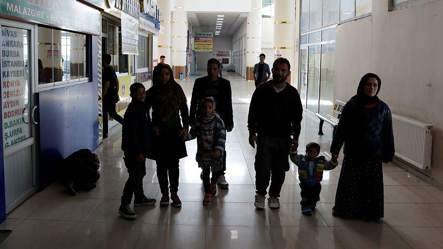 صدها هزار مهاجر افغان ایران را ترک کرده اند