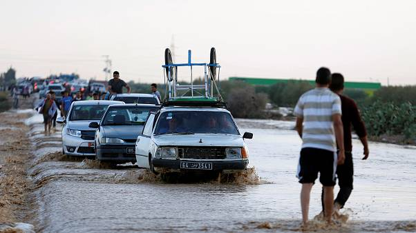 Spielt das Wetter verrückt? Blitze über Berlin, Fluten in Tunesien - 10 der besten Bilder
