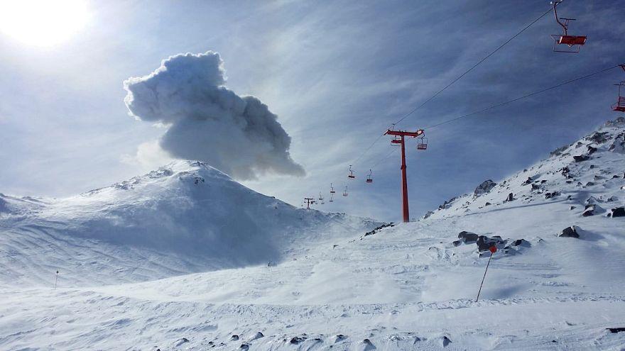 Síelők mellett tört ki egy vulkán Chilében