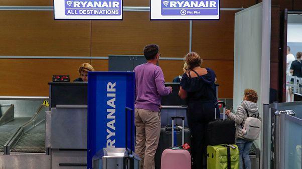 Ryanair pilotlarının grevi nedeniyle yüzlerce uçuş iptal edildi