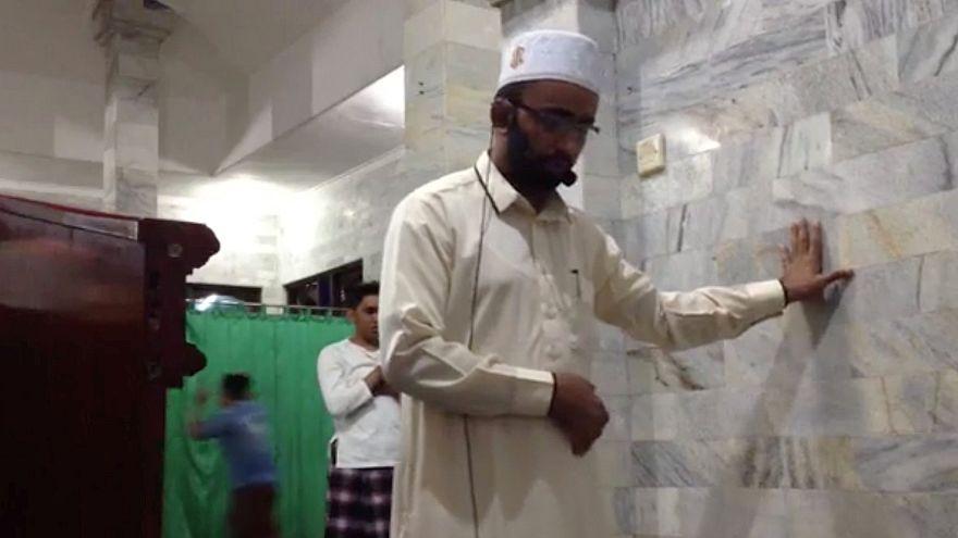 Sosyal medya depremde namazı bırakmayan imamı konuşuyor