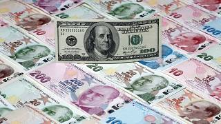 100$-Banknote vor Lira-Banknoten