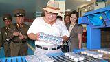 Ülkesi açlık kriziyle karşı kaşıya olan Kim Jong Un tişört ve konserve balıkla basına poz verdi