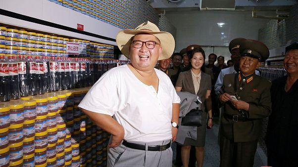 Kim Jong Un strips down in the Korean heatwave