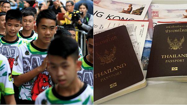 Tayland'daki mağarada mahsur kalanlardan 2 çocuk ve antrenörlerine vatandaşlık verildi